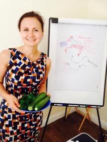 kamilla-teaching-raw-food-workshop